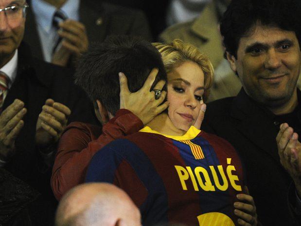 Faccia come il <i>culé</i>, Shakira: adesso tifa Barça ma prima era socia dell'Espanyol e fan del Real