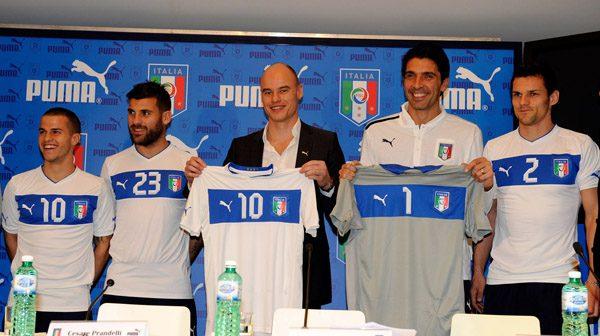 Italy Puma Away Kit 2012