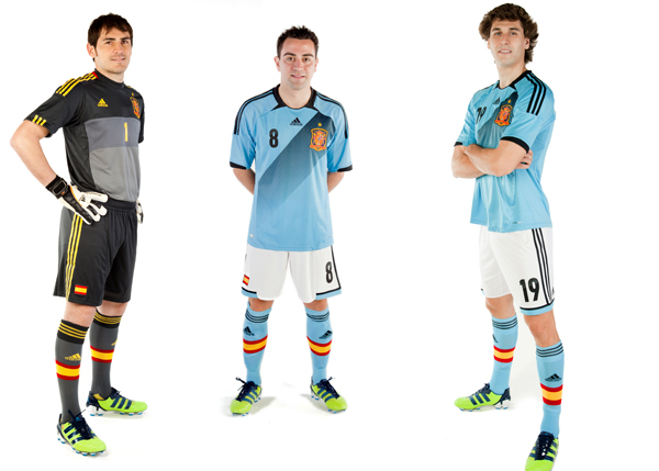 [IMG]http://www.amalamaglia.it/wp-content/uploads/2012/02/spagna-adidas-away-kit-euro-2012.jpg[/IMG]
