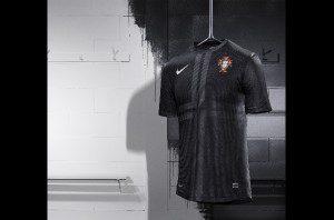 portogallo-maglia-nike-away-kit-nero-2013