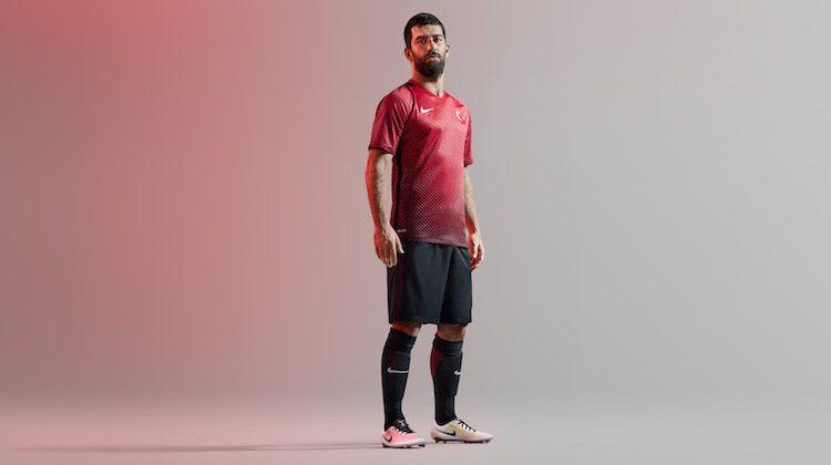 Euro 2016, Turchia: la maglia di Nike