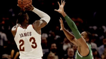 Nike cerca di capire perché si è strappata la maglia di LeBron