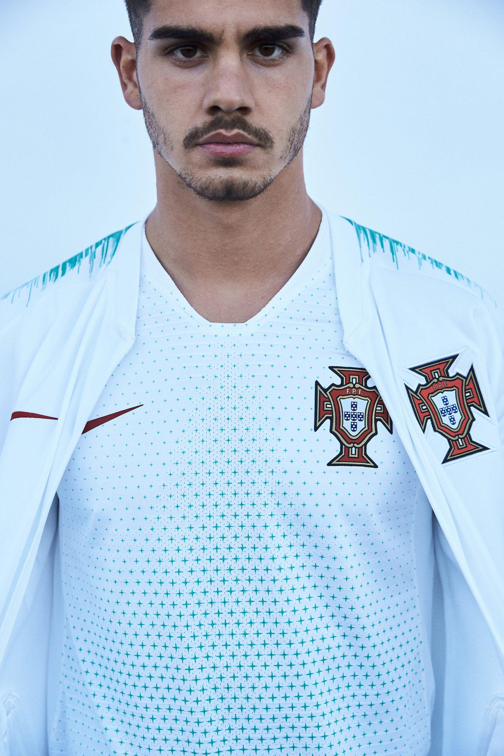 Ronaldo e compagni vestono così: la maglia del Portogallo 2018 ...