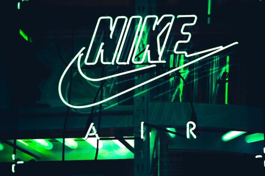 logo Nike storia 1971 Swoosh